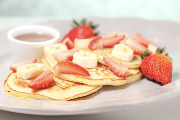 Pancakes con fresa y banano