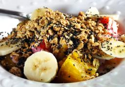 Vaso de Frutas con Yogurt, Miel de Abeja y Granola