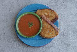Grilled Cheese con Sopa de Tomate