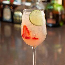 Cóctel Strawberry Basil Collins