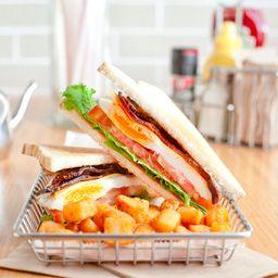 Breakfast B.E.L.T Sándwich