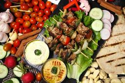 Combo Cordero Shish Kebab + Bebida Tamer Hindi + Postre Baklawa