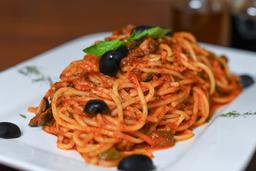 Spaghetti ó Penne Alla Puttanesca